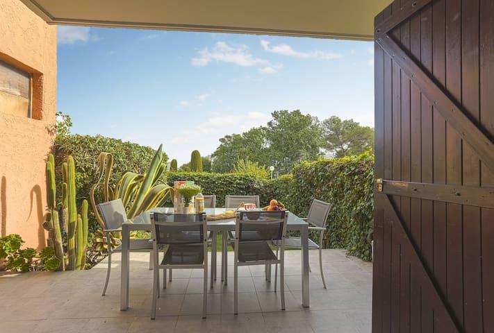 Bright apt/Pool/Parking/ AC /Garden Marina view - Villeneuve-Loubet - Appartement