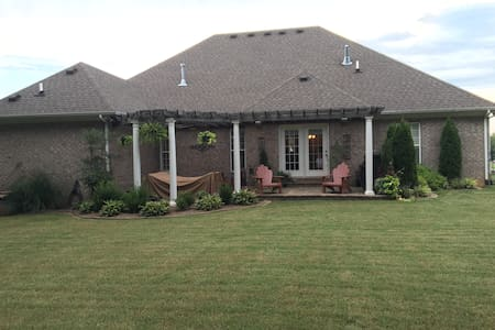 Executive Home in Hunting Creek - House
