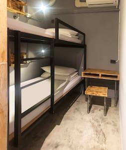 ★62巷青年旅館 - 上下舖雙人房( 共用衛浴 )CP值高、近東海大學、平價住宿、出差旅遊首推