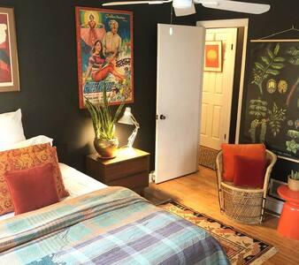 Modern Design & PRIVATE Studio & PATIO near SONO