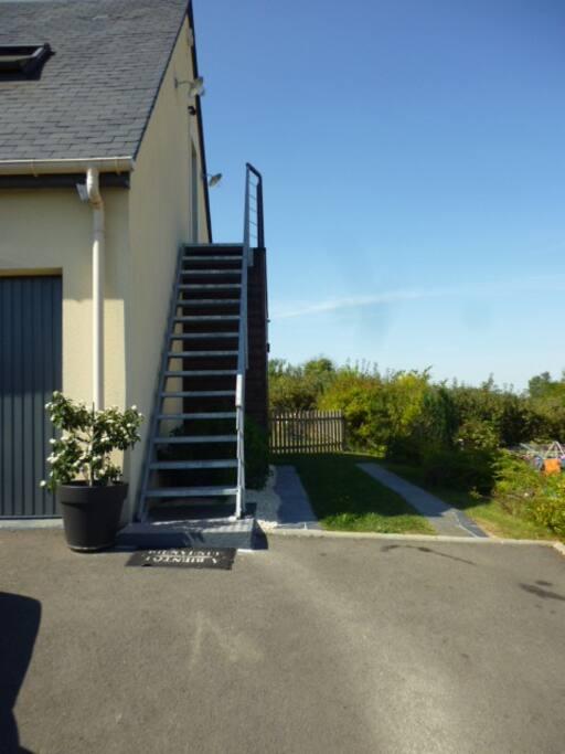Escalier et parking