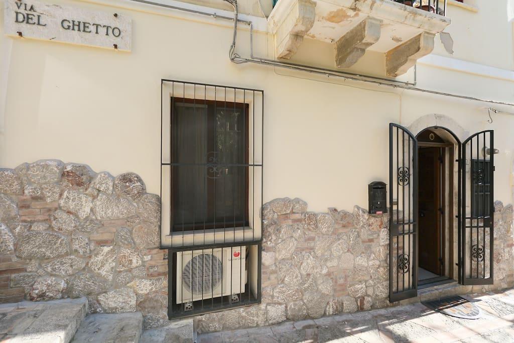 Finestra e porta d'ingresso