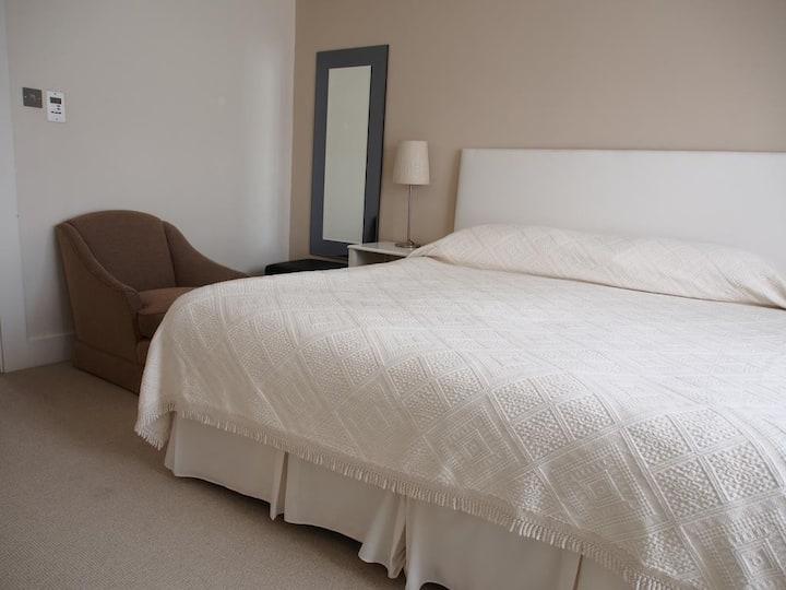 Two Bedroom Apt - Kensington High Street - MH