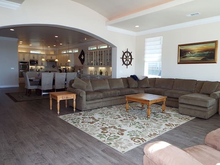 Harbor Moon l Stunning Home l 10` Ceilings with Elegant Details Throughout l Expansive Harbor and Coastal Views