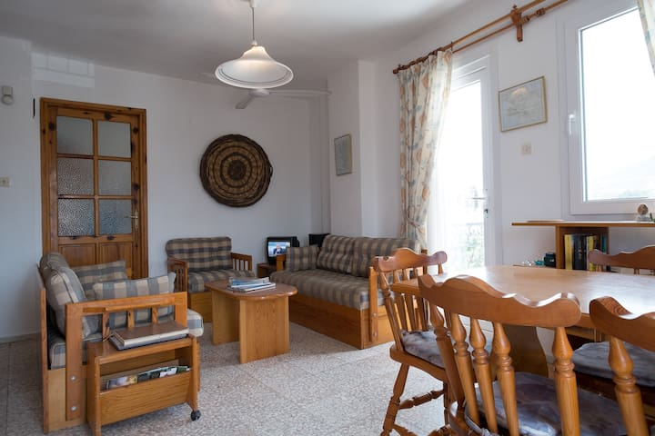 Praktisk leilighet i sentrum, wifi og 2 balkonger. - Foça - Apartment