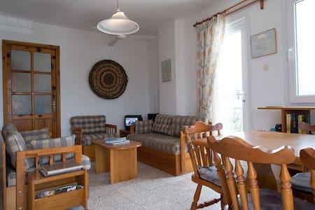 Praktisk leilighet i sentrum, wifi og 2 balkonger. - Foça