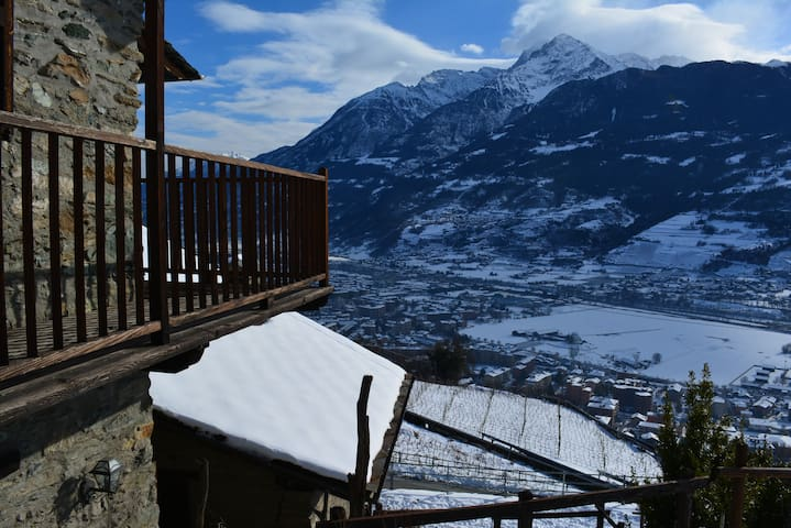 House with garden in the Hill of Aosta. Penny - Aosta - Apartment