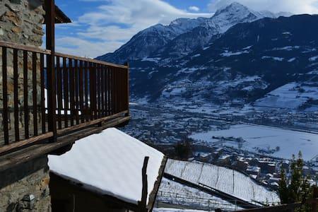 House with garden in the Hill of Aosta. Penny - Aosta - Huoneisto