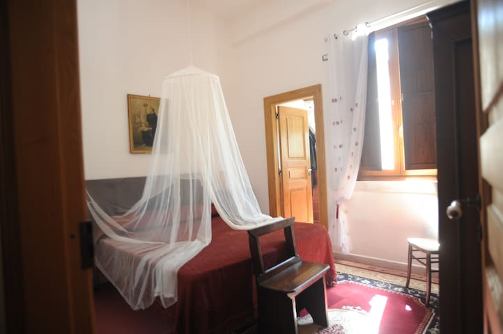 Red Bedroom - San Rufo - San Rufo - Casa