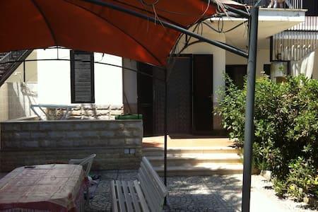 Foggiamare bilocale con giardino - Zapponeta