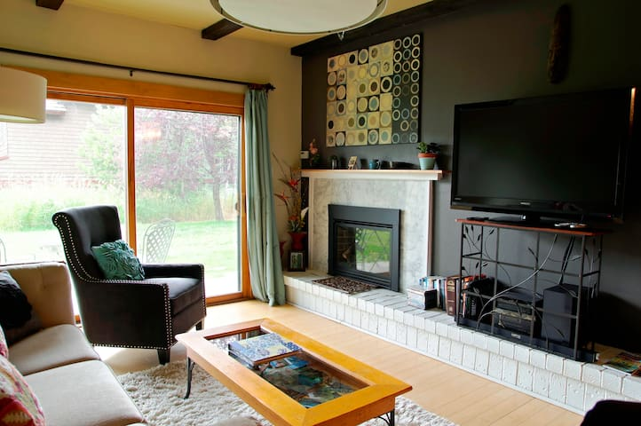 1 BD gorgeous condo steps from the slopes - Steamboat Springs - Apto. en complejo residencial