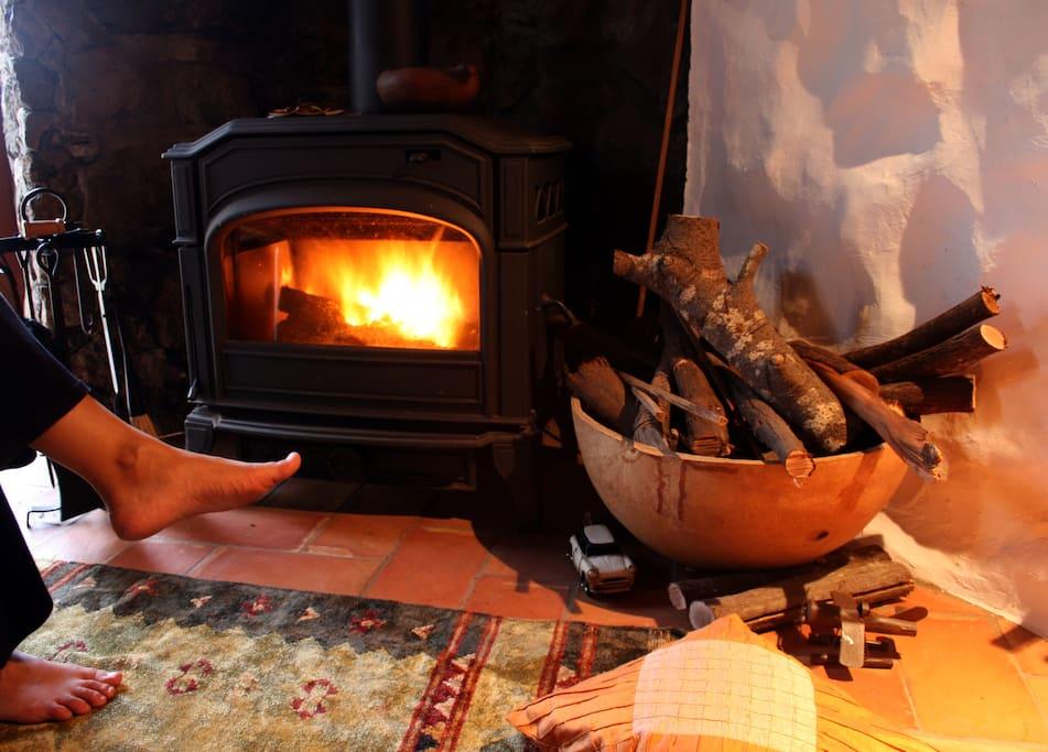 Confort y calidez junto a la chimenea.