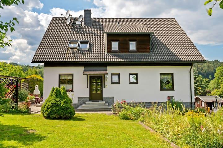 Garden-View Apartment in Erzgebirge near Forest