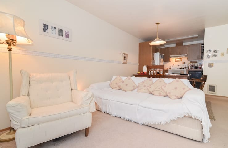 Shared space in sequence with secret garden - Seattle - Bed & Breakfast