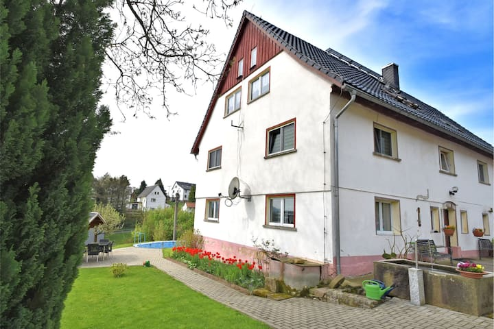 Cozy Apartment near Forest in Lichtenhain