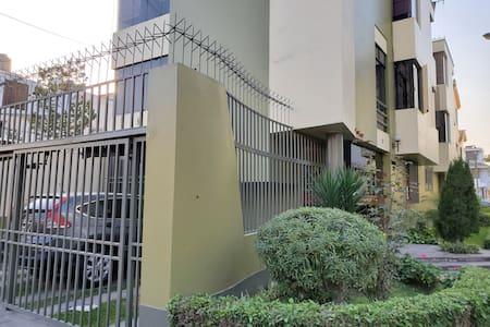 Departamento La Molina, calle Jamaica 1er piso