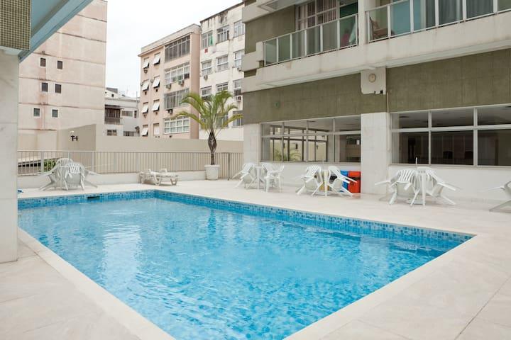 2 bedrooms, Ipanema, 1 block beach