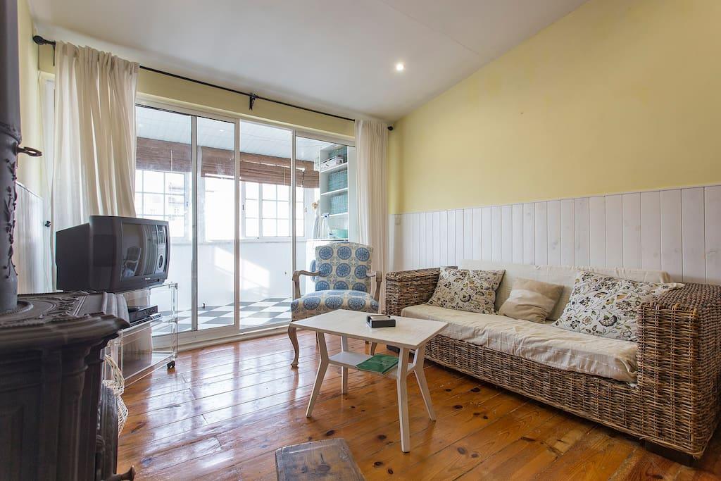 Sala com acesso a varanda coberta