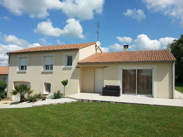 maison individuelle avec jardin - Sainte-Verge - Casa