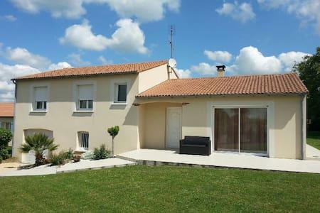 maison individuelle avec jardin - Sainte-Verge