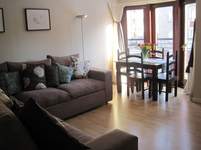 Immaculate West End Apartment - Glasgow