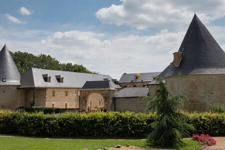 Gîte de la tour de guet au château de Charbogne