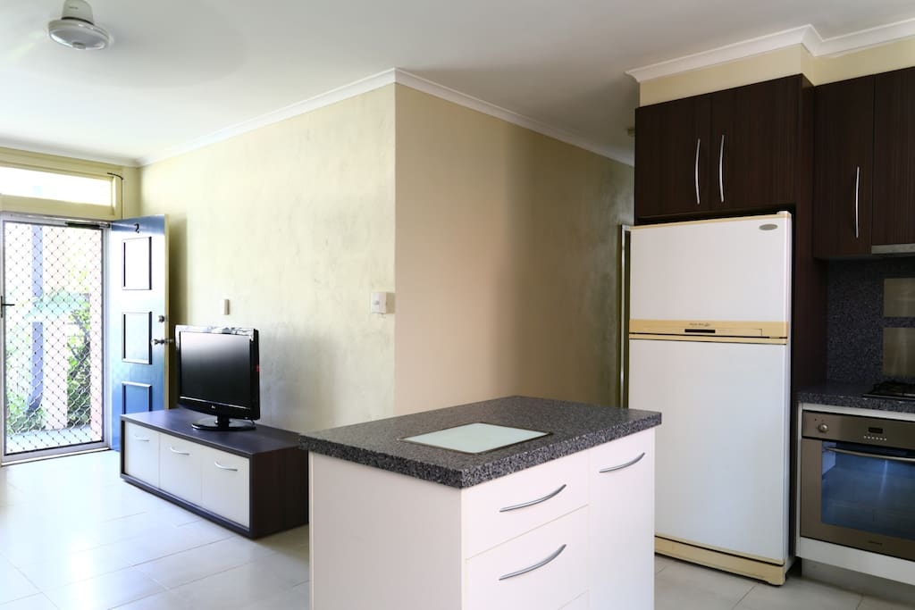 2 Bedroom Unit Close To The City Apartments For Rent In Cairns Queensland Australia