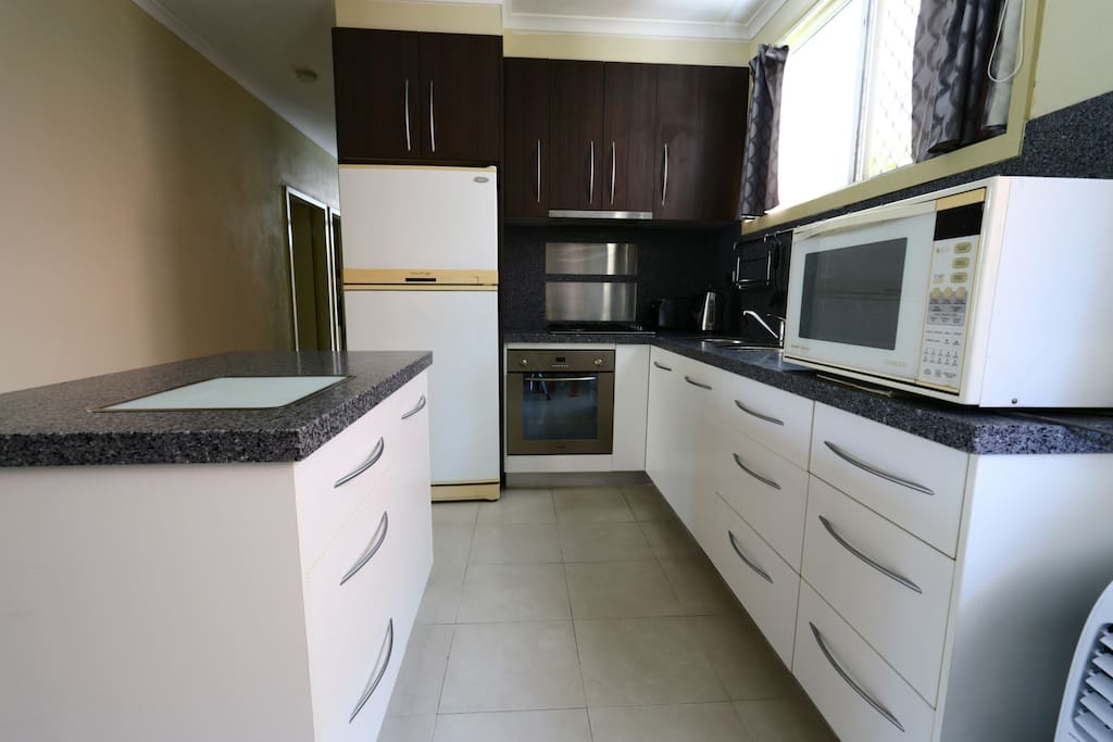 2 Bedroom Unit Close To The City Apartments For Rent In Cairns Queensland