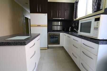 2 Bedroom Unit Close to the City - Cairns