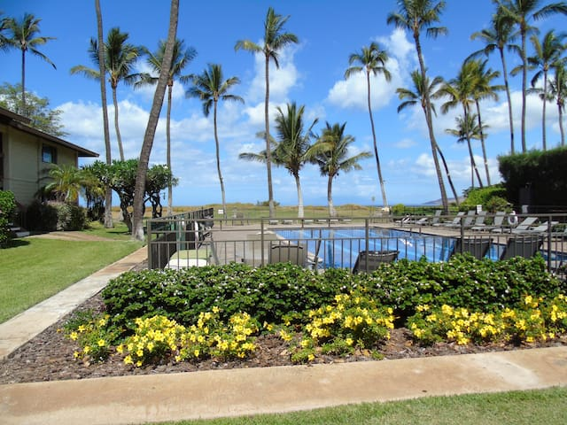 WBH D115 - Aloha Kai2, Beachfront, 1B/1Bath,Wifi,AC,Pool, Waiohuli Beach Hale