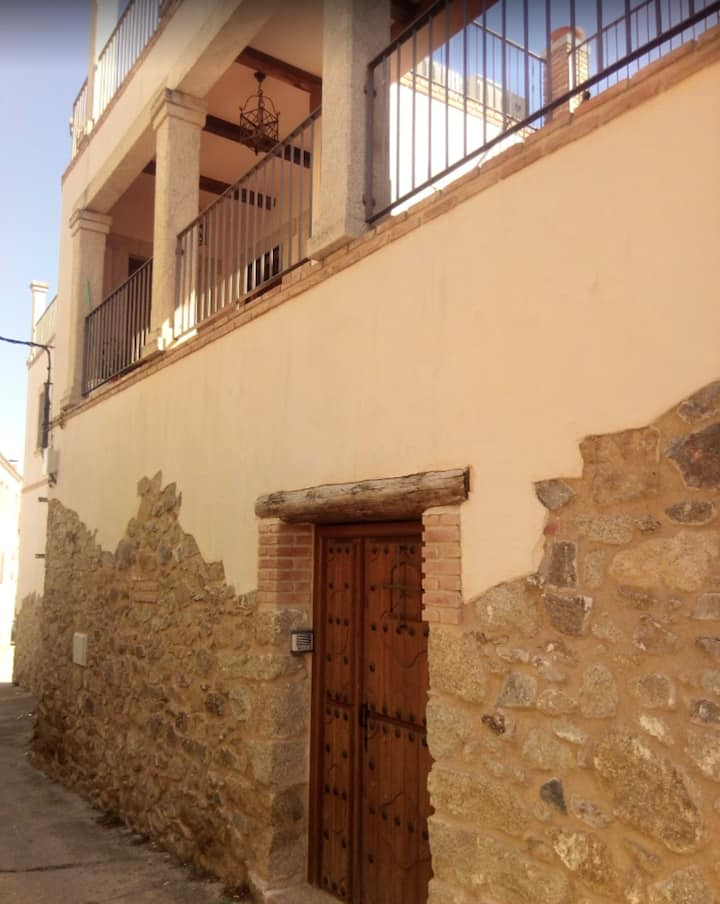 House with one bedroom in Lagartera, with wonderful mountain view and terrace