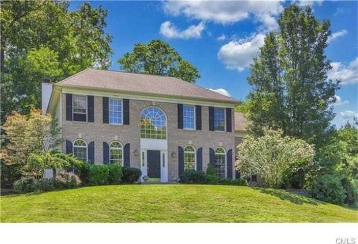 Beautiful huge home Yale-20 min Sacred Heart 10mn - Shelton - Casa