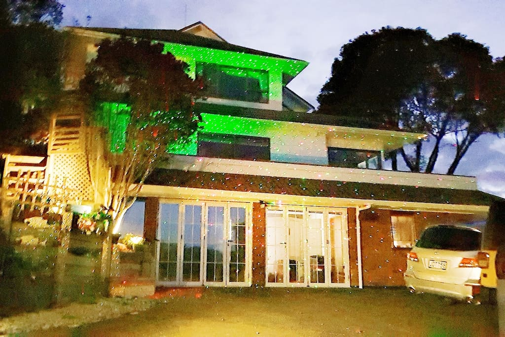 2*  When night comes.The laser lights will automatically light up.Romantic &mysterious.Just like a villa in a dream