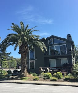 Beach Property w/ views (4 BR 3 B) - Half Moon Bay - Casa
