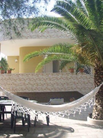 Villa con giardino a 50 mt dal mare - Lido conche, marina di lizzano