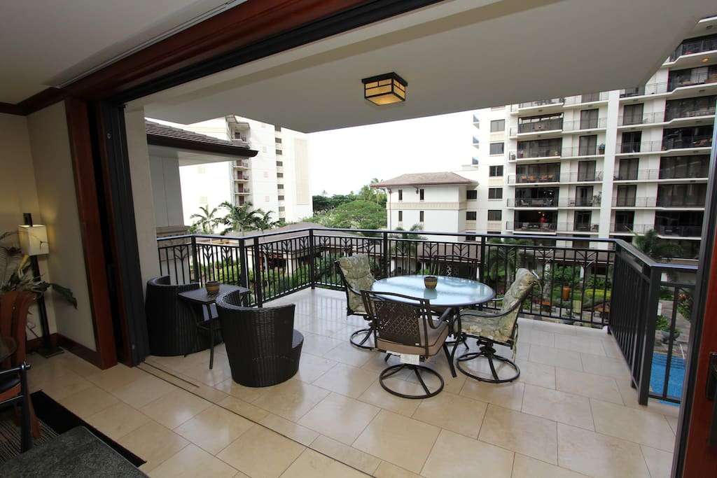 Expansive covered lanai