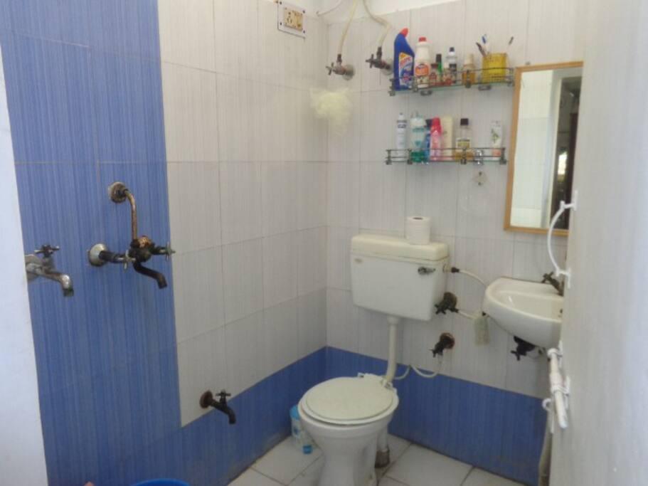 shared bathroom - clean!