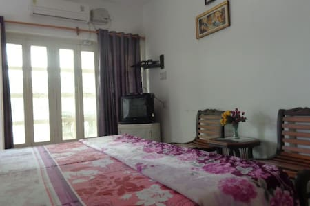 Sri Radha Krishna Kunh Homestay 102 - อักรา - ที่พักพร้อมอาหารเช้า