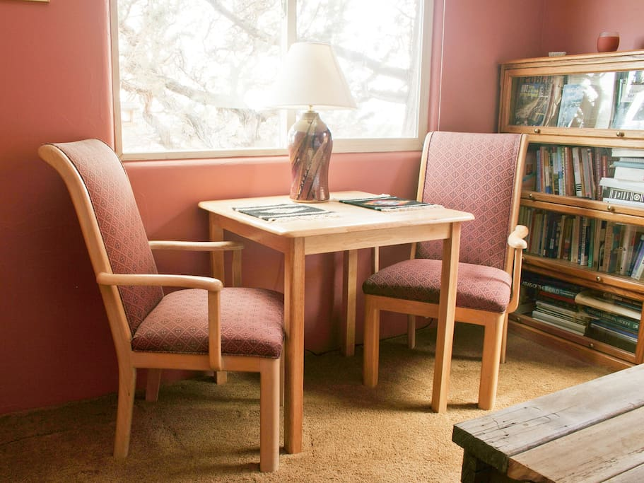 rm w/mt view,table,chairs powerbar for internet devices.