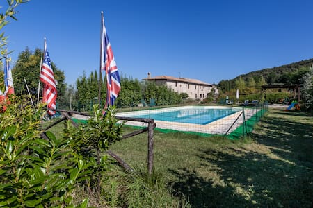 Ancient farmhouse in Umbria - Green - Massa Martana