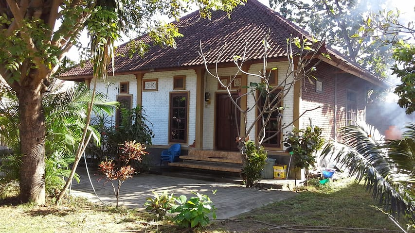 2BR house kuta, perfect location - Kuta - Hus