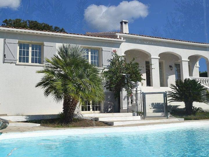 Villa 16 personnes -270m²- Piscine privée- fitness