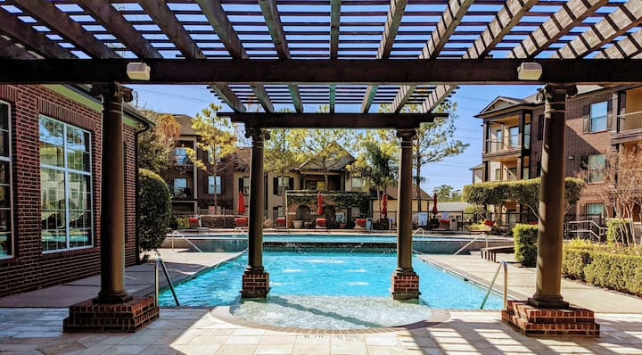 Private Room in ✨Suave pad✨ 15mins from IAH 🛅🛫