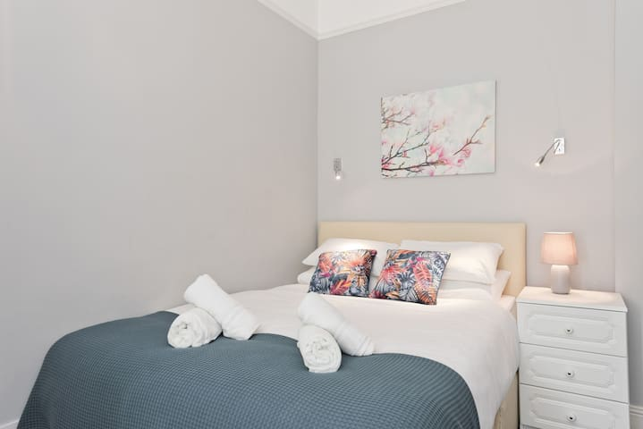 *Bright Super Location Renovated Double Ensuite Room*RDS Ballsbridge