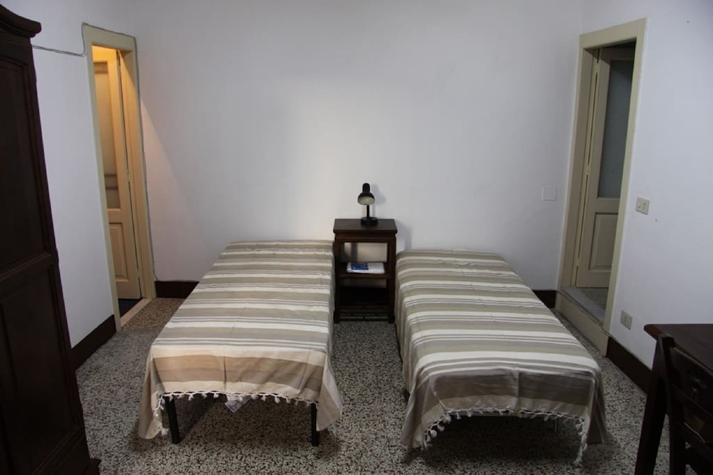 Camera da letto al secondo piano. Bedroom at the second floor.
