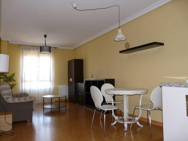 Apto. 2 dormitorios con parking - ponferrada - Appartamento