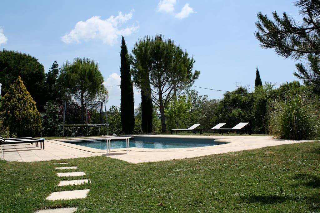 t3 piscine jardin aix en provence appartements louer. Black Bedroom Furniture Sets. Home Design Ideas