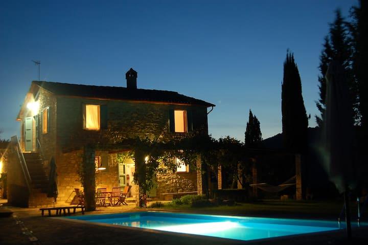 TODI NEARBY: stone farmhouse, pool, garden, Wi Fi