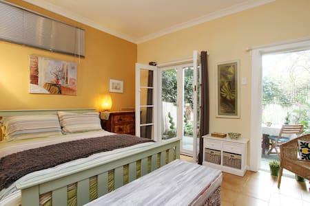 Foucart Street, a garden apartment. - Rozelle