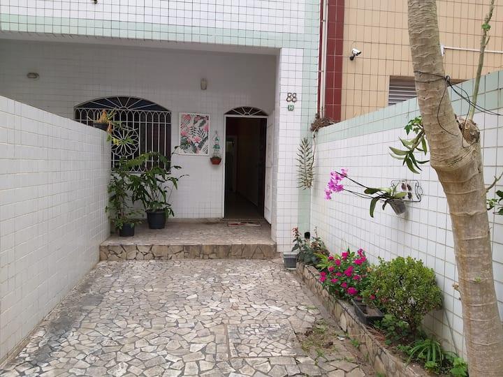 Casa acolhedora na divisa de São Vicente c/ Santos